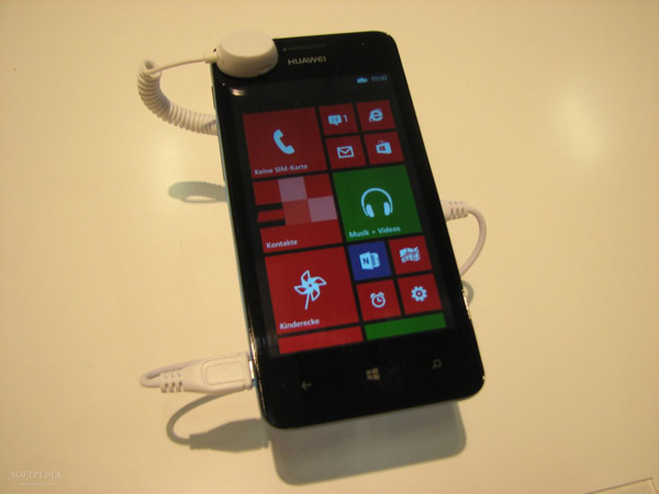 IFA-2013-Huawei-Ascend-W2-Hands-On-2