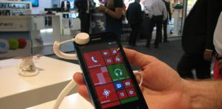 IFA-2013-Huawei-Ascend-W2-Hands-On-3